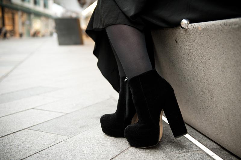 FAIIINT, Outfit, Fashion, Style, Blog, Blogger, Details, StylistPick, Eleonora, Elenora, Boots, Shoes, Ankle Boots, Platform, Chunky, Velvet, Black, Grey, White,