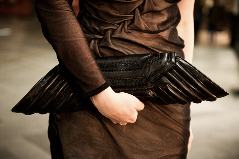 FAIIINT, Outfit, Fashion, Blogger, Dress, DIY, Handmade, Plaited, Twisted, Rouched, Gathered, Draped, Asymmetric, Nude, Black, Mesh, Silk, Jersey, Bracher Emden, Geo, Clutch, Detail, Close Up