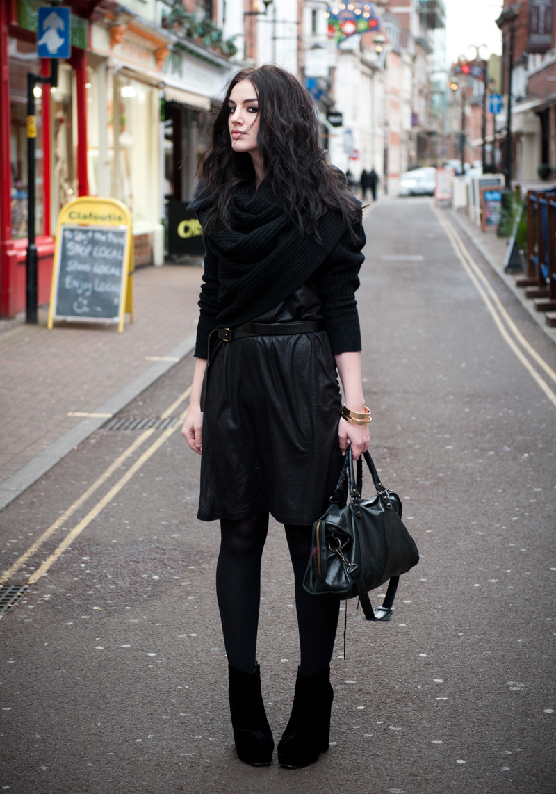 FAIIINT, Outfit, AllSaints, Wrap, Cardigan, Sweater, Draped, Thick, Chunky, eksempel, Dress, Leather, Look, Balenciaga, City, Bag, StylistPick, Eleonora, Boots, Velvet, Texture, Mix, Black, All Black