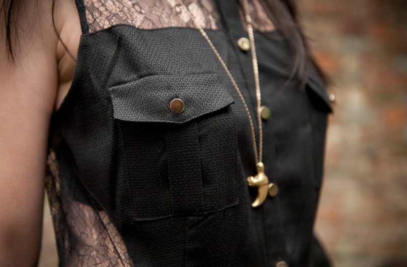 FAIIINT, Outift, Black, Lace, Three Floor, Cut Out, Lace Back, Shirt, Dress, Military, Button, Pockets, Pleated, Balenciaga, City, Bag, Topshop, Boots, Lion Claw, Necklace, Pendant, Gothic, Creepy, WIWT, OOTD, Close Up, Detail