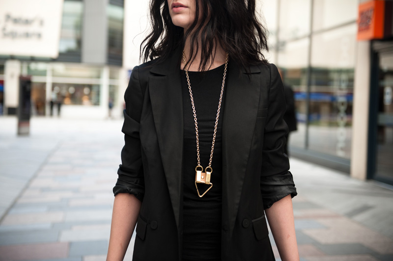 FAIIINT, Outfit, Gestuz, Blazer, Double Breasted, Full Circle, Dress, Moxham, Egypt, Necklace, Black, Nude, Print, All Black, Details,