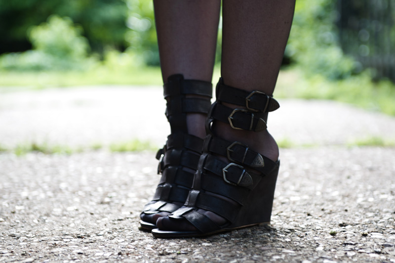 Fashion blogger Stephanie of FAIIINT wearing Topshop black suede gladiator buckled wedges heels shoes