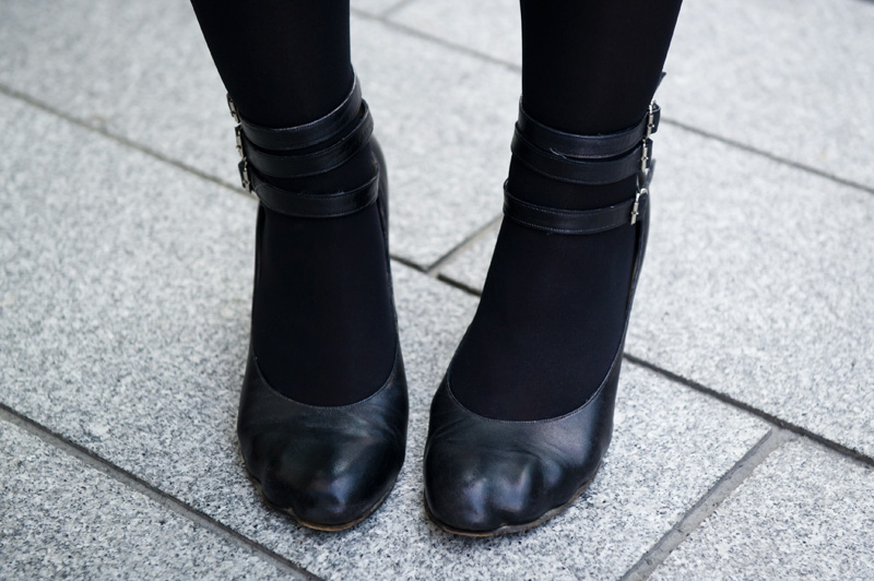 Fashion blogger Stephanie of FAIIINT wearing Vivienne Westwood animal toe indent moulded shoes