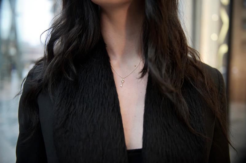 Fashion blogger wearing Jana Reinhardt key neclace