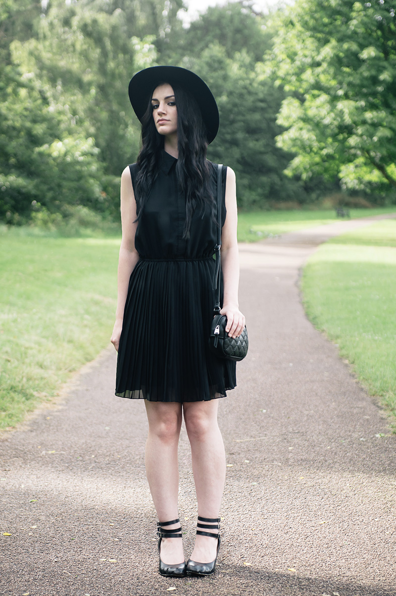 Fashion blogger Stephanie of FAIIINT wearing Catarzi large black fedora hat, Pussycat pleated shirt dress, Vivienne Westwood animal toe mary jane shoes, Nica Pheobe cross body quilted fox bag. All black everything, summer goth street style outfit.