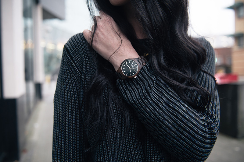 Fashion blogger Stephanie of FAIIINT wearing Yumi ribbed knit grey jumper, Jord wood watch. details.