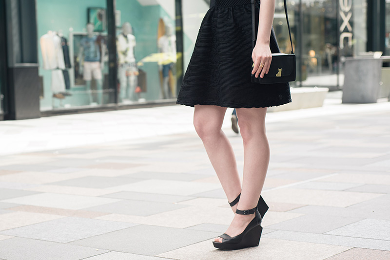 Fashion blogger Stephanie of FAIIINT wearing Topshop textured skater dress, Nica Venice crossbody bag, Skin by Finsk wedges, Skin by Nair. Casual summer all black street style outfit.