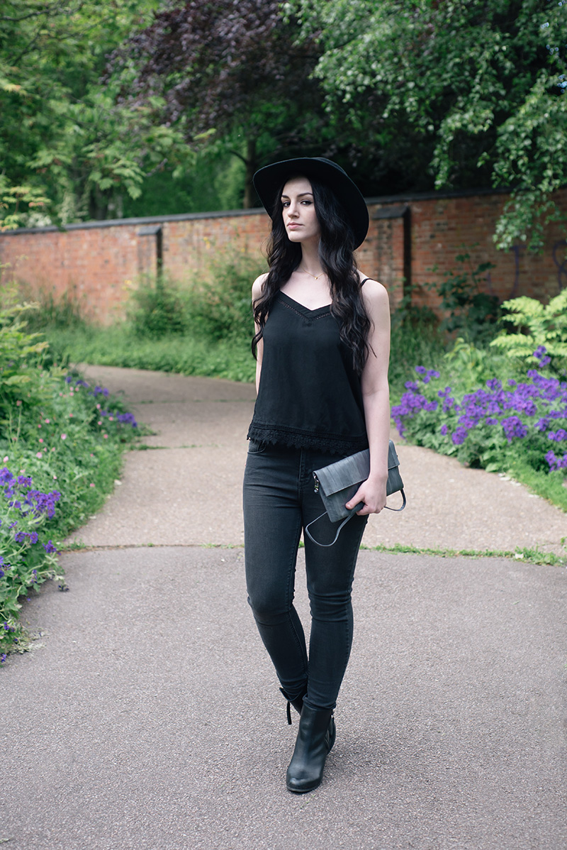 Fashion blogger Stephanie of FAIIINT wearing Catarzi Fedora, New Look crochet lace hem crop top, Label Lab washed black high waist jeans, Makki elephant grey Nuevo Disco eel skin clutch bag, F&F leather ankle boots. All black casual summer street style outfit.