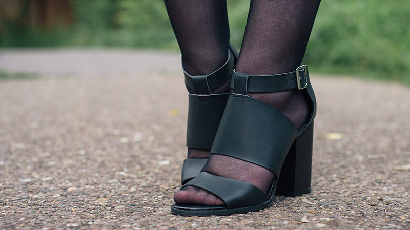 Fashion blogger Stephanie of FAIIINT wearing Head Over Heels by Dune black cut out sandal heels.