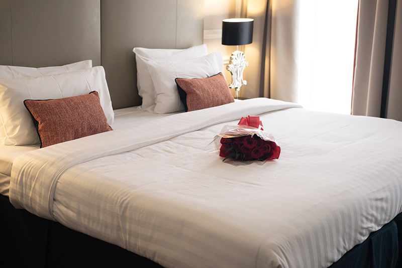 FAIIINT blogger Montagu Place Marylebone London Boutique Hotel. Swanky room, super king size bed, roses.