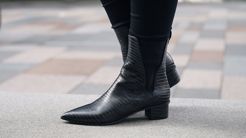 FAIIINT ASH Mira crocodile textured leather black pointed ankle boots. Outfit details.