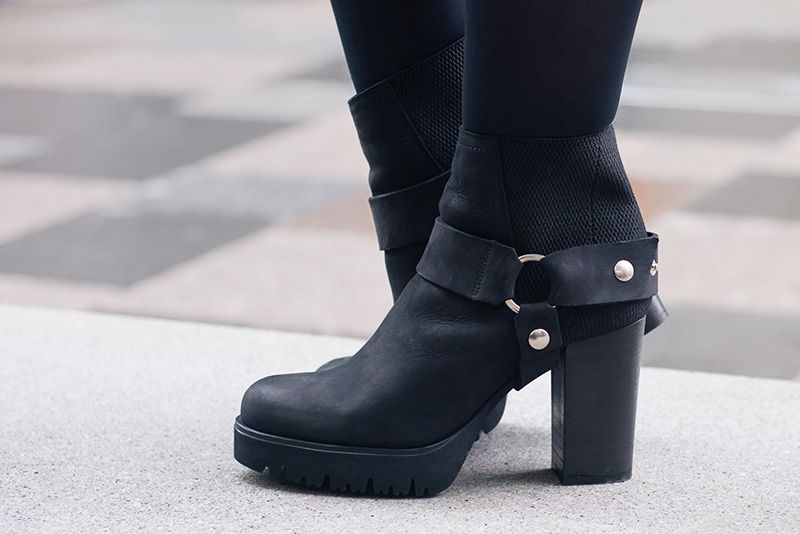 Fashion blogger Stephanie of FAIIINT wearing New Look black leather stirrup ankle boots.