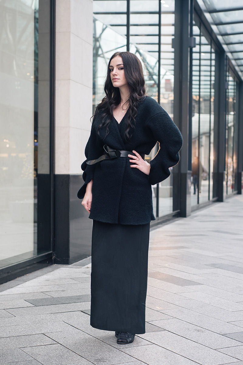 Fashion blogger Stephanie of FAIIINT wearing Stella McCartney felt kimono jacket, H&M knot belt, Weekday maxi skirt, Jessica Flinn stars necklace, Skin by Finsk wedges. All black everything dark style elegant goth outfit.