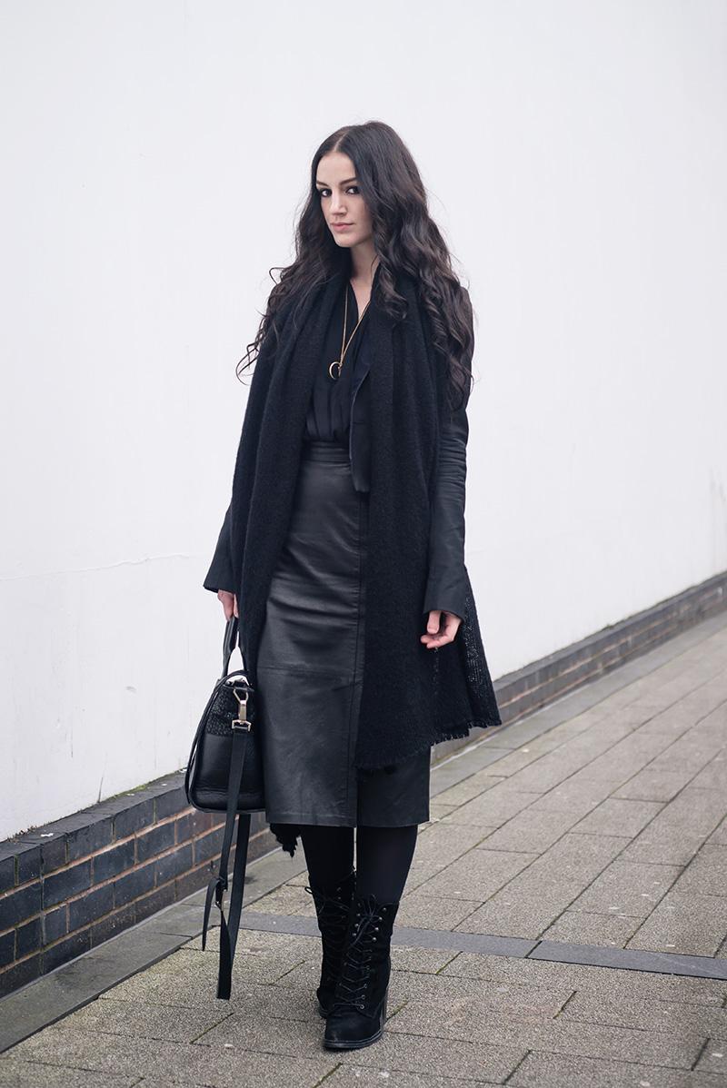 0ae8a0b48ab Fashion blogger Stephanie of FAIIINT wearing ASOS scarf
