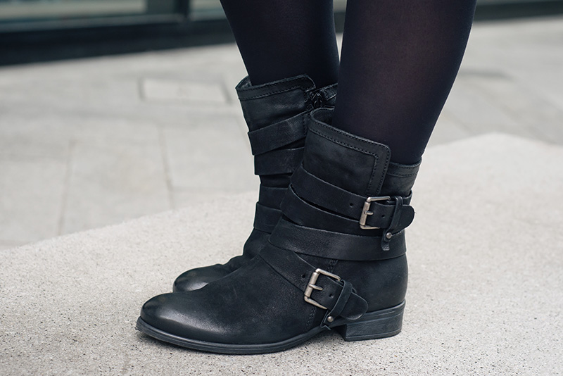 Fashion blogger Stephanie of FAIIINT wearing Daniel Footwear Marvelous black biker strap buckle boots. Outfit details.