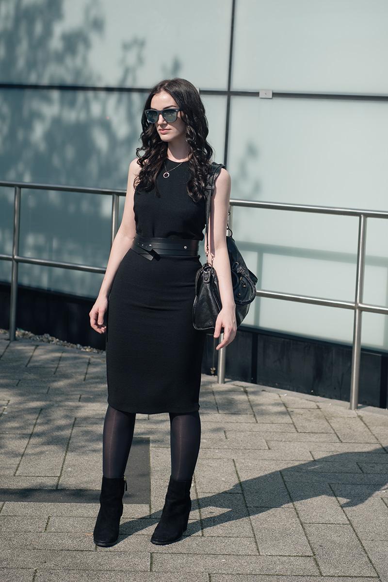 Fashion blogger Stephanie of FAIIINT wearing Ray-Ban folding grey mirrored wayfarer sunglasses, H&M tank top dress, Pieces wrap belt, H&M premium suede boots, Balenciaga city bag. All black everything summer goth street style.