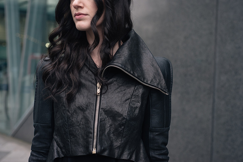Fashion blogger Stephanie of FAIIINT wearing Rick Owens draped back cropped leather jacket fw10 with asymmetric collar. All black everything dark goth street style outfit details.