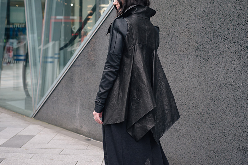 Fashion blogger Stephanie of FAIIINT wearing Rick Owens draped back cropped leather jacket fw10.