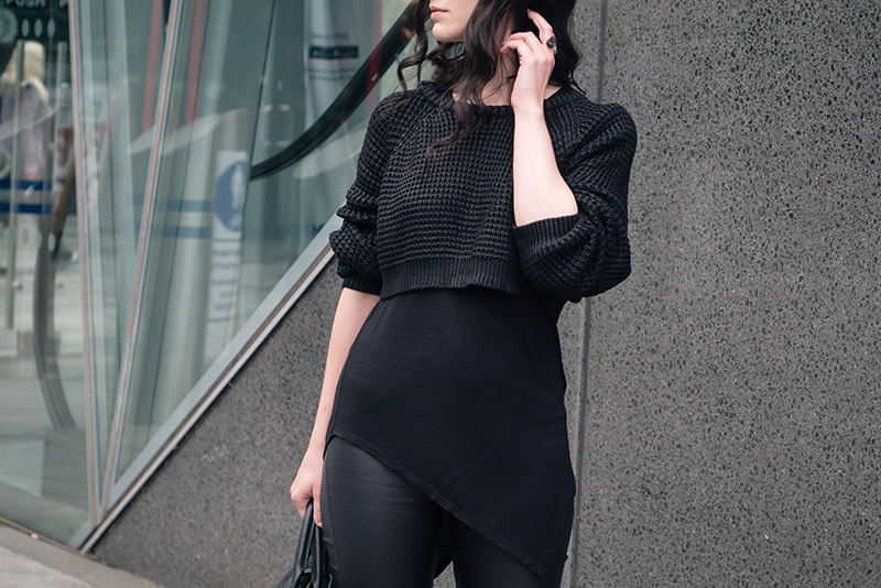 Fashion blogger Stephanie of FAIIINT wearing The Ragged Priest cropped chunky knit coated jumper, H&M asymmetric tee, New Look coated skinny jeans. Casual all black everything dark street style outfit details.