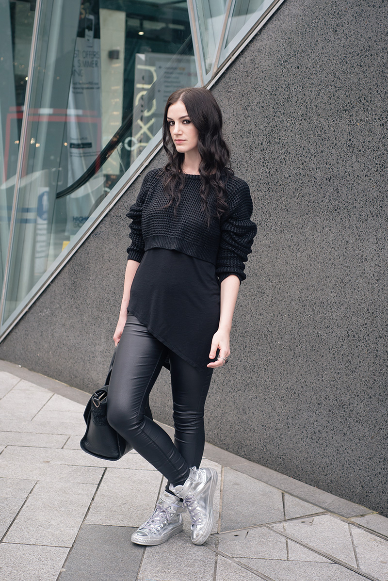 Fashion blogger Stephanie of FAIIINT wearing The Ragged Priest cropped chunky knit coated jumper, H&M asymmetric tee, New Look coated skinny jeans, Converse Chuck Taylor All Star Brea chrome silver high top sneakers. Casual all black everything dark street style outfit.