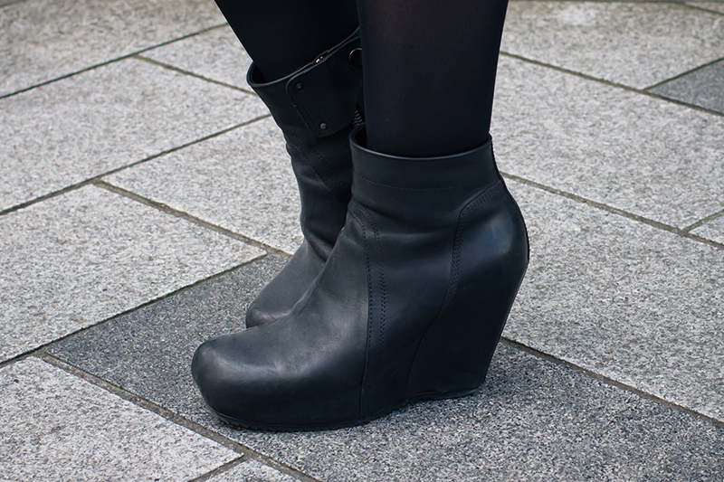 Dark style fashion blogger Stephanie of FAIIINT wearing Rick Owens black leather wedge boots. All black street style outfit details.
