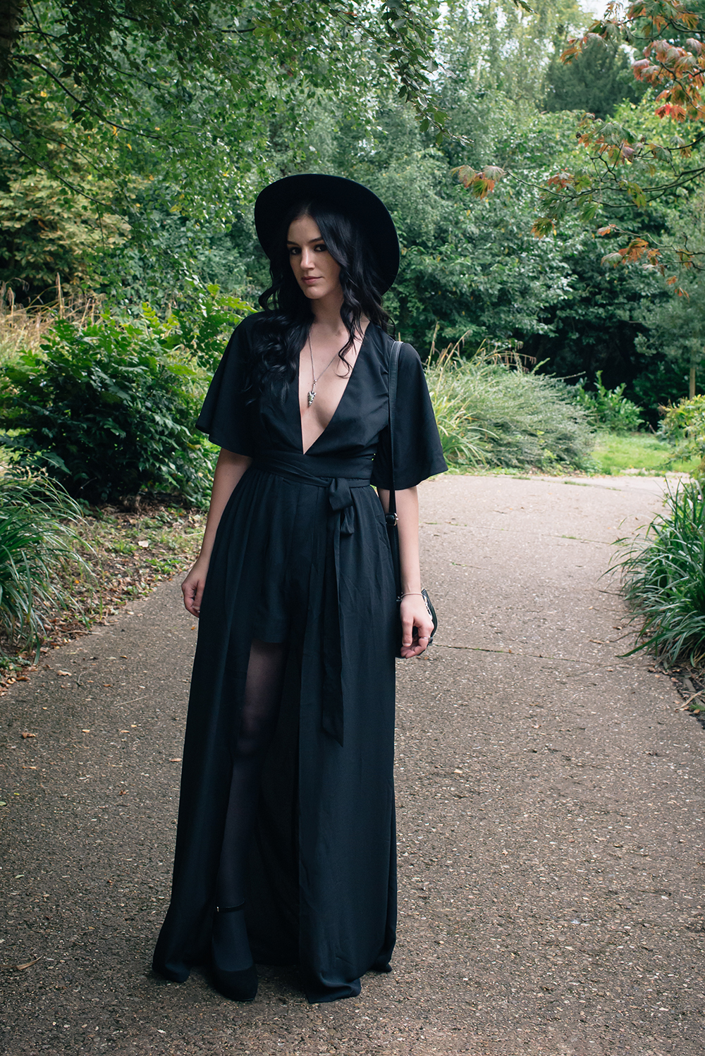Fashion blogger Stephanie of FAIIINT wearing Tobi black maxi witchy kimono dress and wide brim hat. Dark gothic street style outfit.