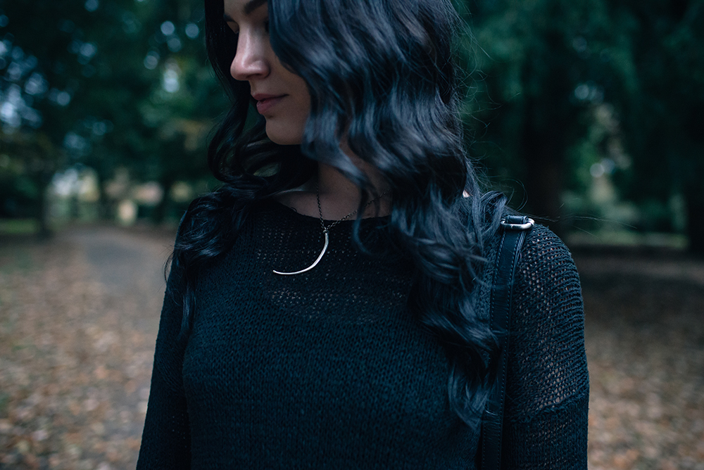 Fashion blogger Stephanie of FAIIINT wearing H&M black asymmetric knit jumper, Birds N Bones Jewelry Wyvern silver snake rib necklace . All black autumn outfit details.
