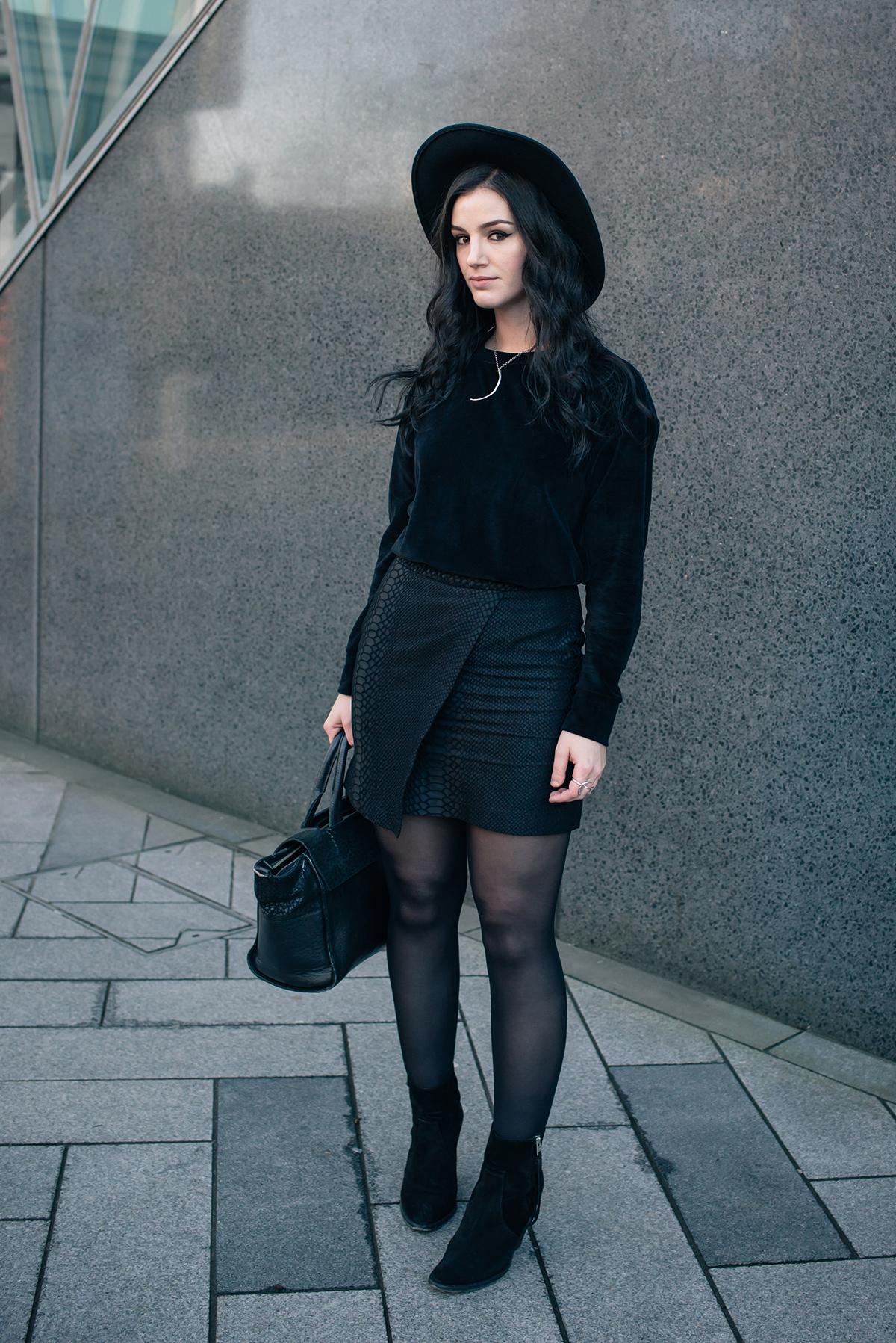 Fashion blogger Stephanie FAIIINT wearing Le Tee Paris velvet sweatshirt, Topshop snake textured skirt, All Saints Boots and Wide brim fedora. All black outfit.