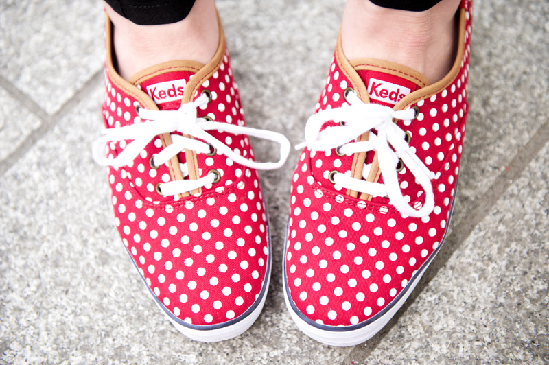Fashion blogger stephanie of FAIIINT wearing red & white polkadot, spotty, spotted, Keds sneakers shoes.