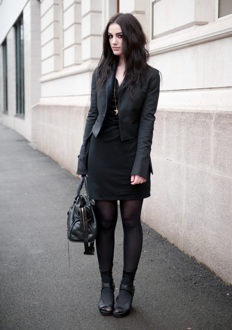 FAIIINT, Outfit, Street Style, Black, Todd Lynn, Topshop, Tuxedo, Jacket, Blazer, Velvet, Draped, Dress, Vero Moda, Rick Owens, Wedges, Cut Out, Balenciaga city, Lion Claw, Necklace, Fashion, Style, All Black, Gothic