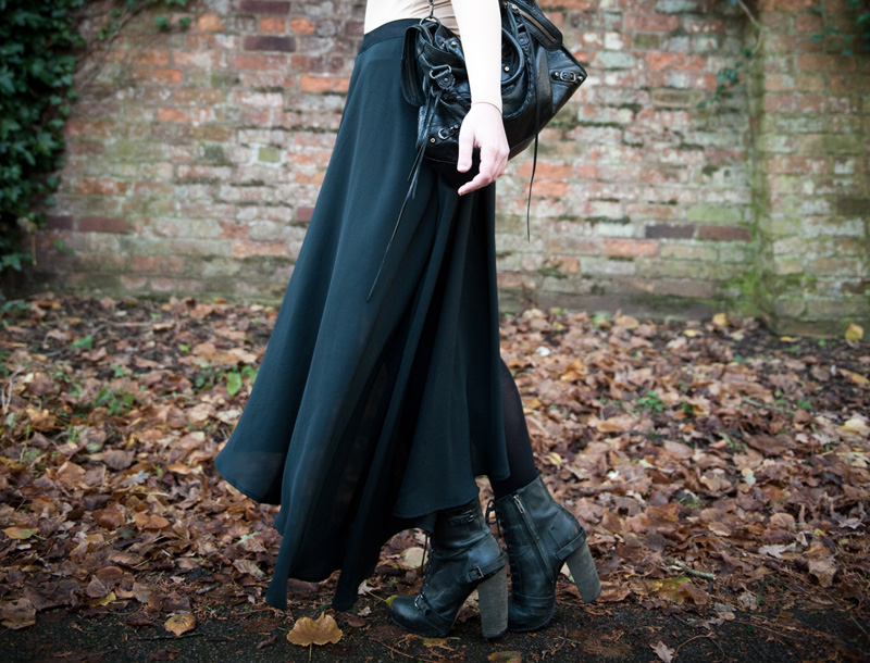 FAIIINT, Stephanie Brown, Fashion Blogger, Outfit, Vero Moda, Skirt, Asymmetric, Mullet, Draped, Pleated, Topshop, Boots, Lace Up, Black, Nude, Gothic, Moody, Balenciaga, City, Bag,