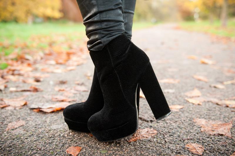 FAIIINT, Outfit, Detail, Stylist Pick, Boots, Velvet, Black, Elenora, Eleonora, Platform, Ankle Boots, Texture, Topshop Unique, Coated, Jeans, Leggings, Leather,