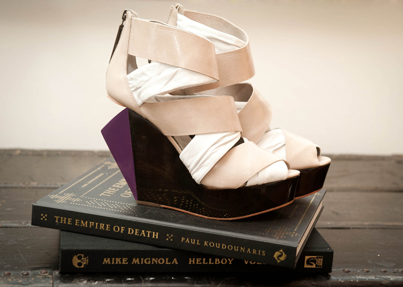 Finsk, Wedge, Shoe, Bandade, Nude, Purple, Wood, Books, HellBoy, The Empire of Death