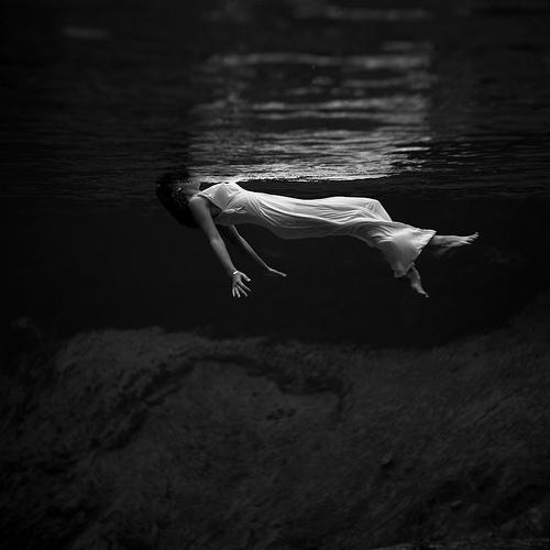 Toni Frissell, Water, Drown, Woman, Swim, Float, Black & White